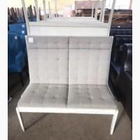 Лавка б/у с мягкими сидениями серого цвета