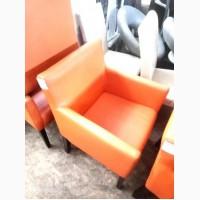 Кресла оранжевые кож зам б/у