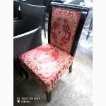 Продам мягкие стулья б/у красно-золотого цвета