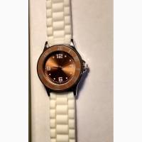 Новые элегантные часы фирмы Ив Роше с белым ремешком из полиэстера