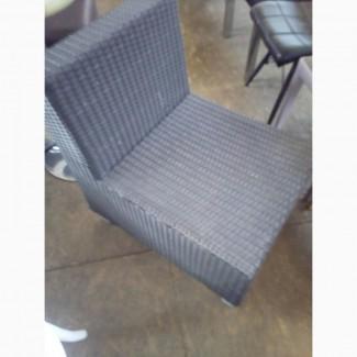 Кресло б/у прямое из искуственного ротанга для кафе, бара